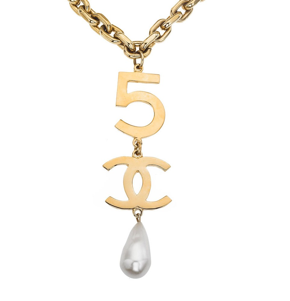 73 vintage chanel necklace ct
