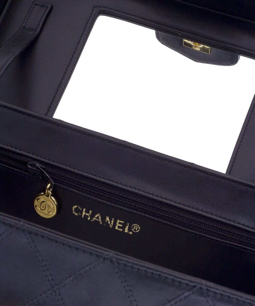 72c227dc6e VINTAGE CHANEL QUILTED VANITY CASE BAG