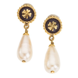 VINTAGE CHANEL DANGLING EARRINGS WITH CLOVER AND PEARLS