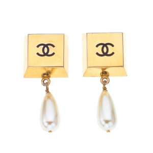 VINTAGE CHANEL EARRINGS WITH PEARLS