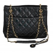 VINTAGE CHANEL QUILTED PATENT LEATHER SHOULDER BAG