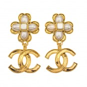 VINTAGE CHANEL CLOVER MOTIF DANGLING EARRINGS WITH CC AND PEARL