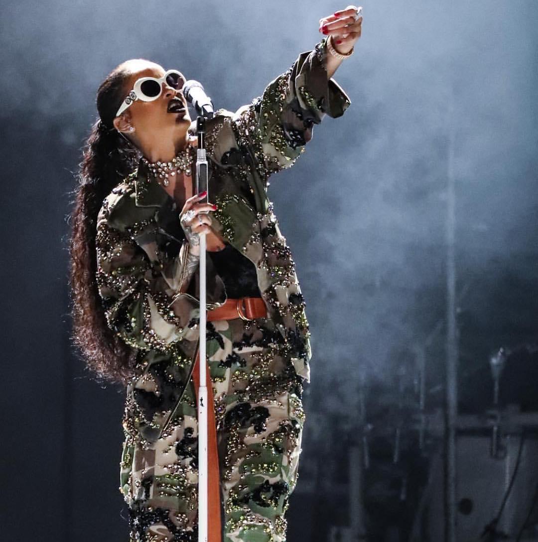 Rihanna wears Depuis 1924 Vintage Versace sunglasses on the Anti World Tour